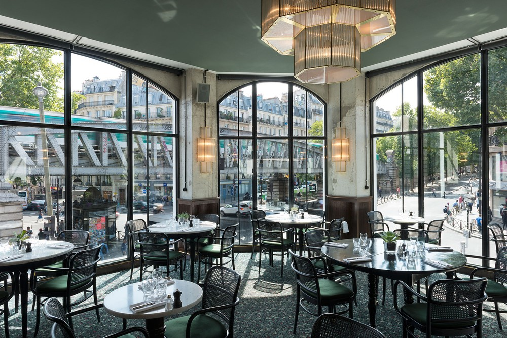 brasserie barb s paris 39 grittiest neighbourhood now has a fancy restaurant amuse. Black Bedroom Furniture Sets. Home Design Ideas