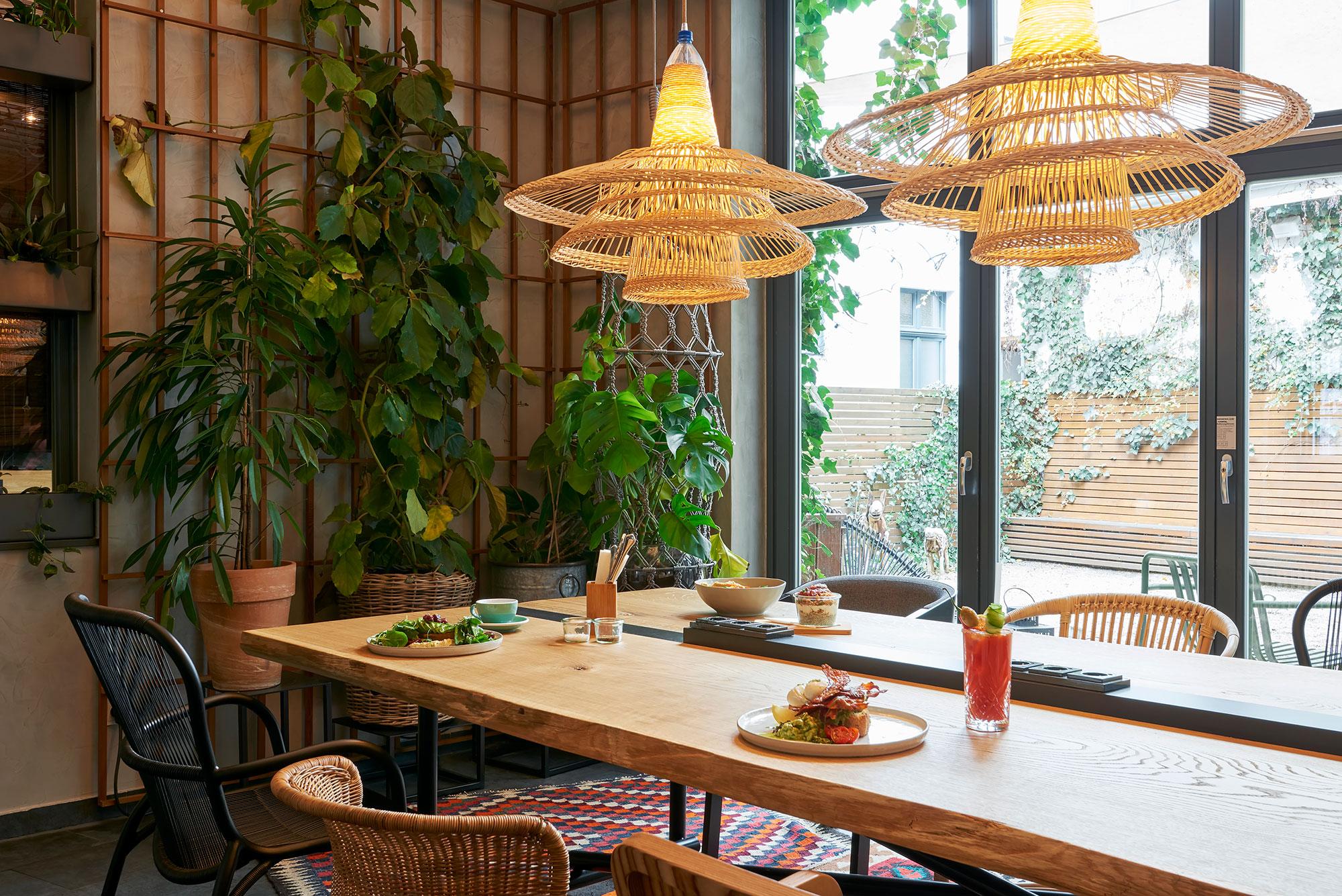 die besten neuen restaurants berlins amuse. Black Bedroom Furniture Sets. Home Design Ideas